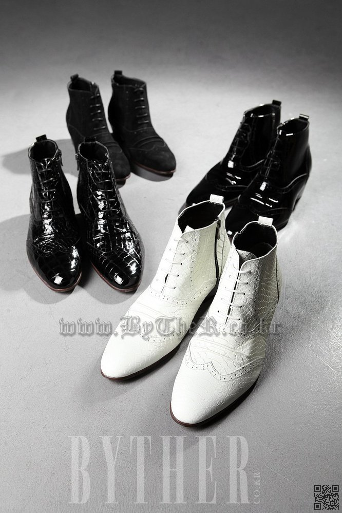 ByTheR Modern Classic Style Python Pattern Leather Made Shoes