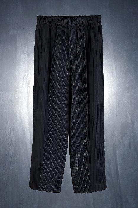 Minimal Pleat Waist Banding Pants