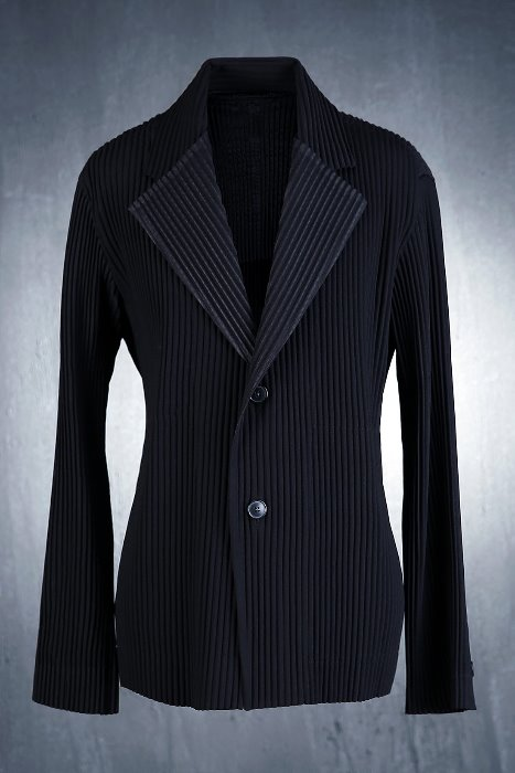 Minimal Pleated Two Button Jacket