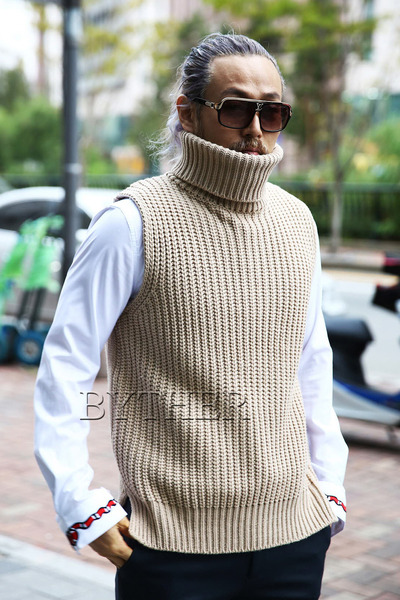 Turtleneck Knit Polar Vest