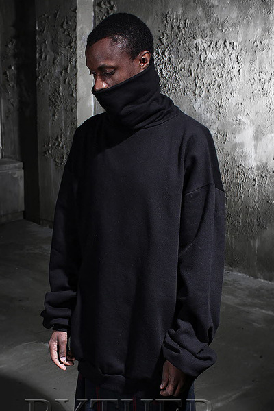 ByTheR Loose Fit TurtleNeck T-shirt