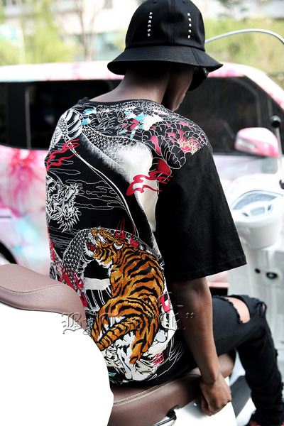 ByTheR Tiger & Dragon Oriental Irezumi T-shirt