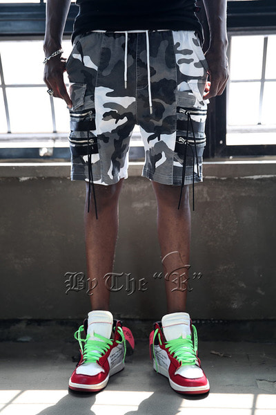 Camouflage Multi Zippers Shorts