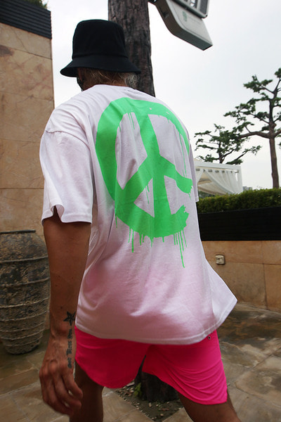 Melting Neon Peace T-Shirts