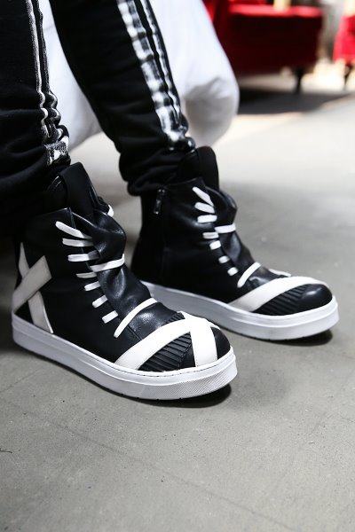 Shoelace Covering Leather High Top Sneakers