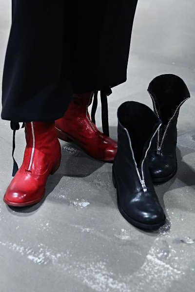 Center Zipper Minimalist Leather Boots