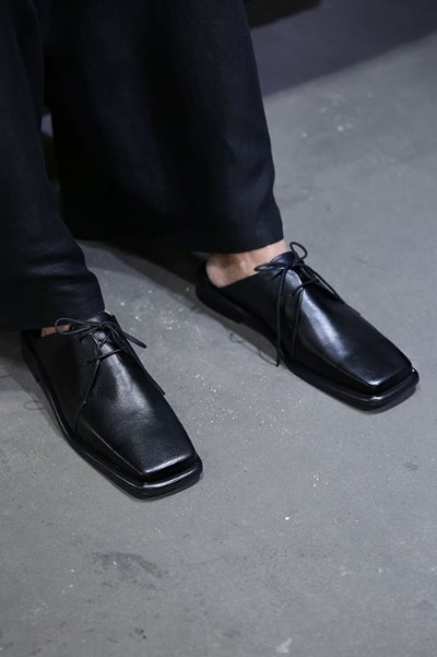 Square Toe Black Leather No Back Loafers