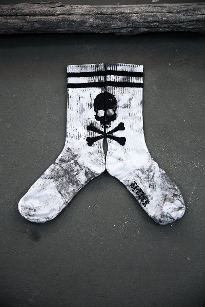 ByTheR Custom Rough Painting Big Skull Point High Neck Socks White