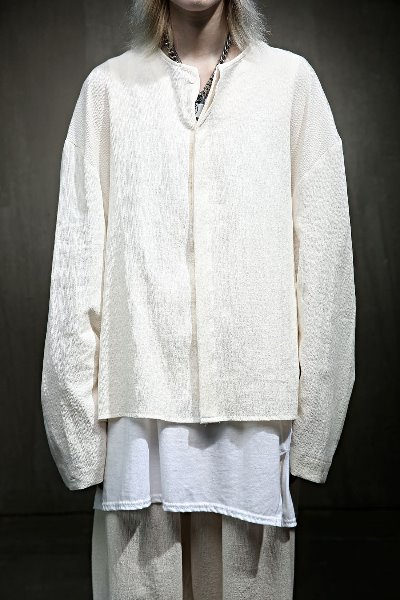 Undressed linen collarless long-sleeved shirt