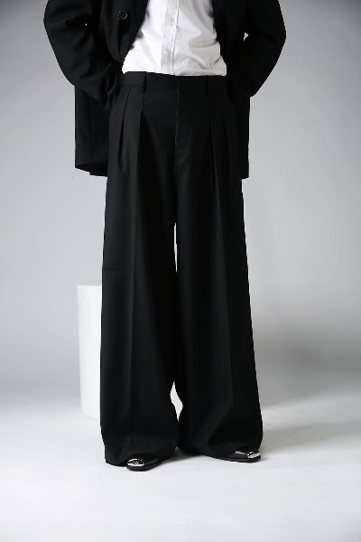 Loose Fit Two Chin Wide Slacks
