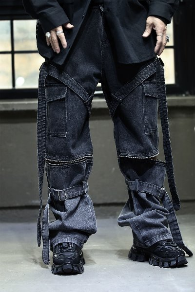 Wide denim pants with zipped belt