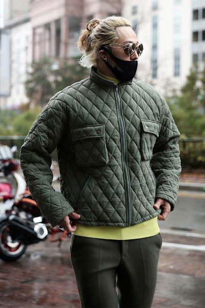 Three-dimensional pocket quilted padded high-neck zip-up