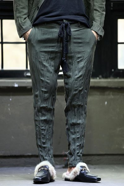 Wrinkled straight cropped trousers