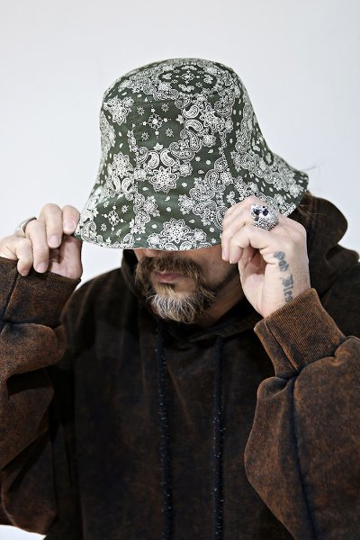 Paisley pattern reversible bucket hat