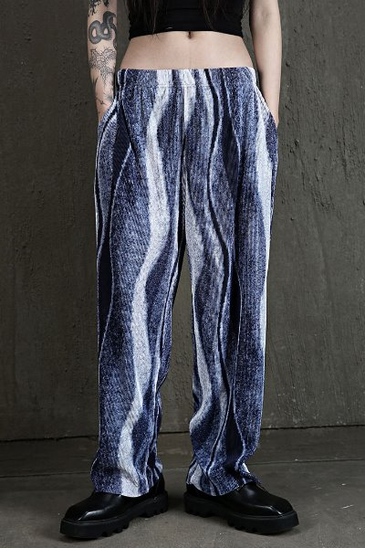 Wave pattern pleated wide trousers